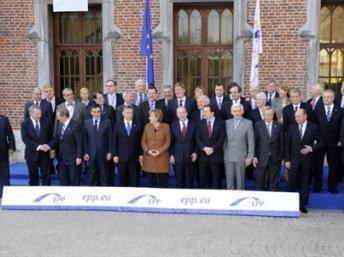 Les 27 dirigeants européens lors du sommet du 24 mars 2011 à Bruxelles.